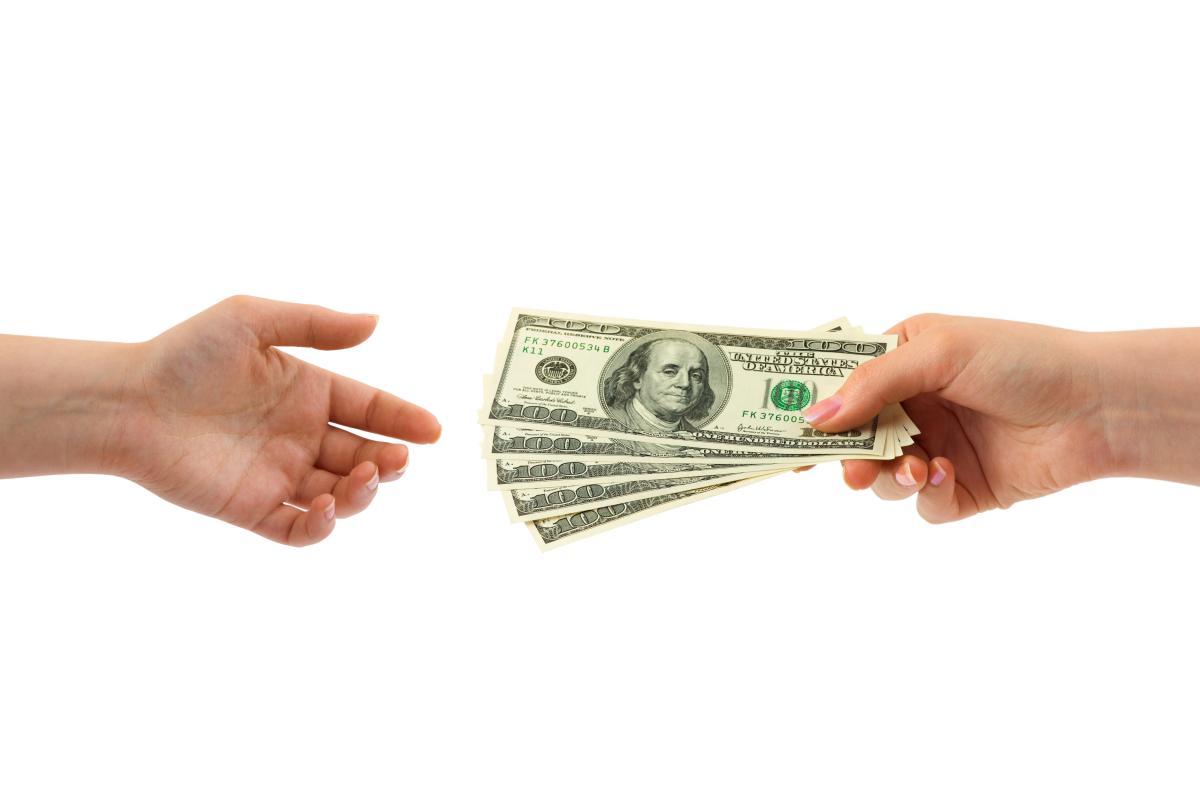 Как занять денег на Теле2